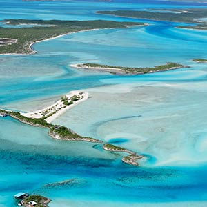 Rent a yacht for a day and visit the islands of the Bahamas